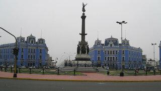 Inician borrado de pintas en Plaza Dos de Mayo