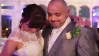 Inglaterra: mujer se rapa la cabeza para apoyar a novio con cáncer