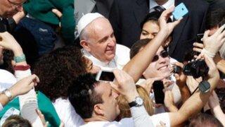 """Papa Francisco a jóvenes: """"La felicidad no es una app que se descarga en sus teléfonos"""""""