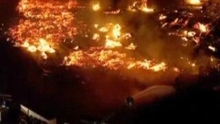 EEUU: gigantesco incendio consume complejo departamental