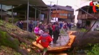 China: fuertes lluvias destruyen casas y puentes