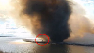 VIDEO: impresionante 'tornado de fuego' casi mata a un bombero en Canadá
