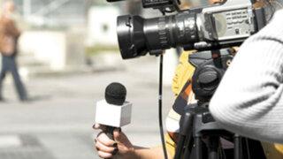 Proponen modificar sanciones penales por difamación para periodistas
