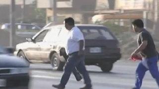 Choferes y peatones arriesgan su vida al cruzar Panamericana Norte