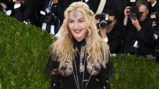 Madonna deslumbró en alfombra roja de Gala MET