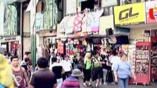 Gamarra: ambulantes invaden hasta las paredes