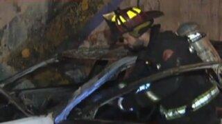 Vía Expresa: taxista salva de morir al incendiarse su carro