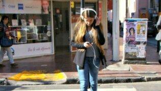 Cuando usar audífonos o celulares se convierte en una trampa mortal
