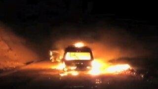 Trujillo: delincuentes asaltan y queman movilidad de conjunto folclórico