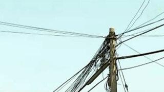 Comas: vecinos en inminente peligro por postes en mal estado