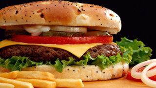 Un nuevo estudio encontró ADN humano y de ratas en hamburguesas