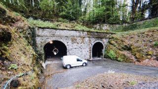 La policía creía que era un taller de trenes abandonado pero encontraron algo inimaginable