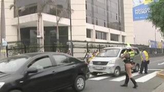 Avenida Arequipa: conductores infractores ponen en peligro a inspectores