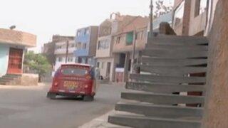 Comas: vecinos construyen escaleras sobre veredas