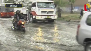 Los Olivos: gran aniego afecta avenida Universitaria