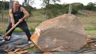 Sus vecinos pensaban que estaba loco pero lo que hizo con esta roca los dejó sin palabras