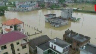Desborde de ríos destruye miles de viviendas en China