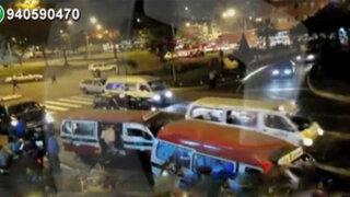 Combis provocan caos y congestionamiento en la avenida Argentina