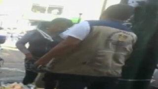 Fiscalizadores cobran cuotas a ambulantes de Gamarra