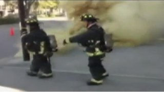 Explosión casi mata a bomberos en Estados Unidos
