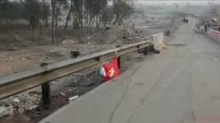 Desconocidos colocan banderola con la hoz y el martillo en Ate