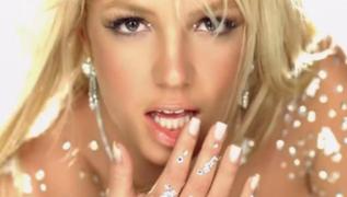 Britney Spears sorprende a fans con sensual video en piscina