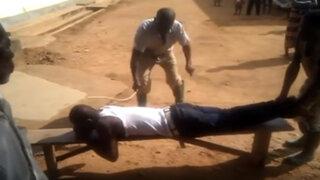 VIDEO: hombre es azotado salvajemente en Nigeria por cometer adulterio