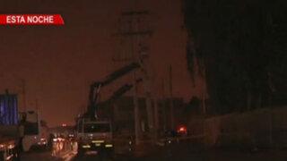 Villa El Salvador: caída de postes provoca corte de energía eléctrica