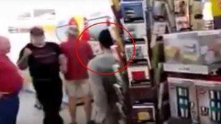VIDEO: refugiado iraquí con problemas mentales es atado a un árbol por robar