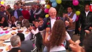 PPK bailó durante desayuno electoral en La Victoria