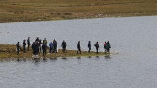 Policías ahogados en laguna al escapar de turba aún no son rescatados