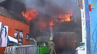 VIDEO: voraz incendio consumió taller mecánico en Breña