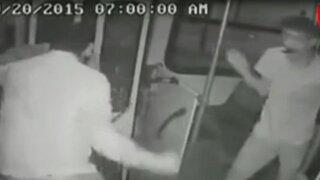 México: joven discapacitado frustra asalto a bus