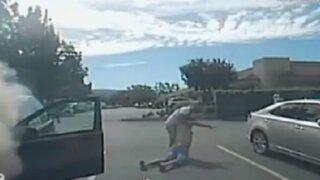 EEUU: sujeto salva a hombre de morir en un auto en llamas