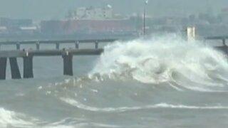 Fuertes oleajes afecta embarcaciones en Cerro Azul