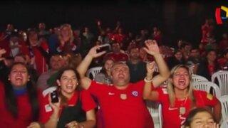 Hinchas chilenos celebraron en Lima el triunfo de su selección
