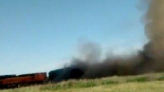Texas: choque de trenes desata fuerte incendio
