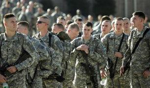 Biden revirtió ley que impedía a personas 'trans' servir en el ejército