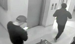 Cámaras de seguridad registran robos de 'Memín' durante arresto domiciliario