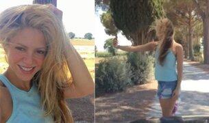 El divertido video de Shakira intentando hacerse un selfie
