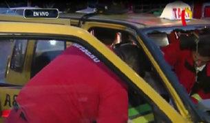 Lince: pasajero quedó atrapado en taxi tras choque