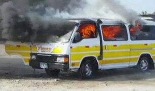 Trujillo: combi de transporte público fue incendiada por presuntos extorsionadores