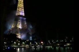 Se incendia los alrededores de la  Torre Eiffel en París