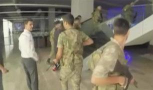 Turquía: periodistas se enfrentaron a militares golpistas