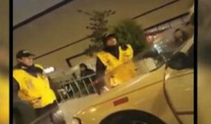 SJM: Taxista intentó atropellar a agente de seguridad de centro comercial