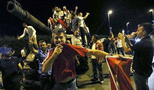 Turquía: nuevas imágenes muestran resistencia a golpe de Estado