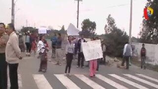 Pisco: pobladores bloquean carretera como protesta ante municipio provincial