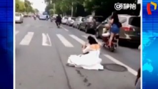 China: novia es abandonada en pista tras caer de moto