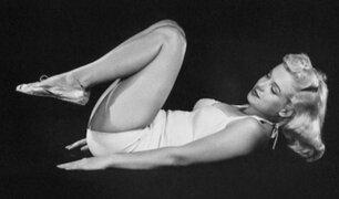 Desconocidas fotos muestran a Marilyn Monroe practicando yoga