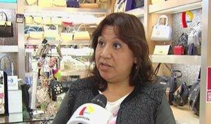Dueña de tienda de carteras denuncia haber sido víctima de estafa